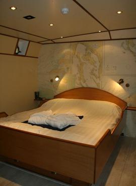 Barcelona_B&B_hotelboat_St-Katharine